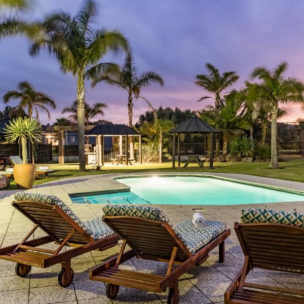 Ramada relaxing pool